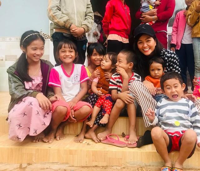 Diễn viên Việt Trinh hạnh phúc bên con trai trong kỳ nghỉ lễ - 14
