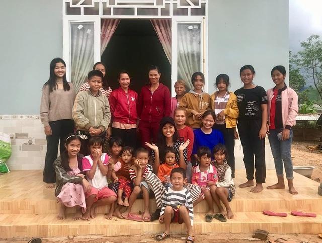 Diễn viên Việt Trinh hạnh phúc bên con trai trong kỳ nghỉ lễ - 13