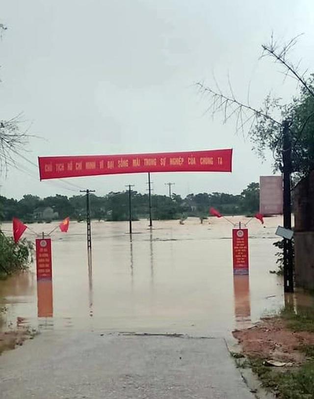 Thủy điện Hố Hô xả lũ khẩn cấp, nhiều vùng hạ du đang bị chia cắt - 8