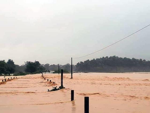 Thủy điện Hố Hô xả lũ khẩn cấp, nhiều vùng hạ du đang bị chia cắt - 6