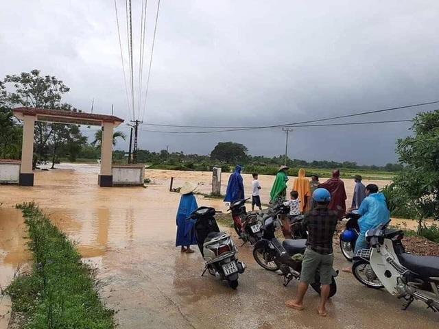 Thủy điện Hố Hô xả lũ khẩn cấp, nhiều vùng hạ du đang bị chia cắt - 10