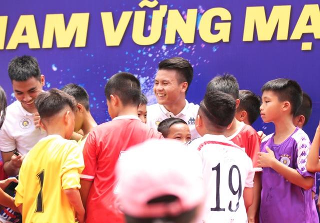 """Văn Quyết, Quang Hải… sẽ trở thành những """"đại sứ thắp lửa ước mơ"""" - 2"""