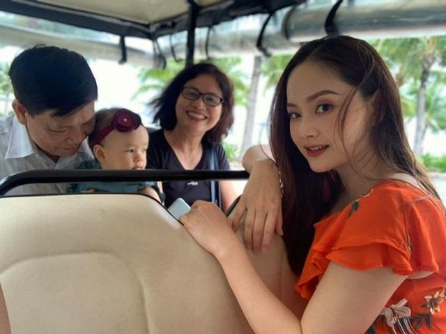 Diễn viên Việt Trinh hạnh phúc bên con trai trong kỳ nghỉ lễ - 15