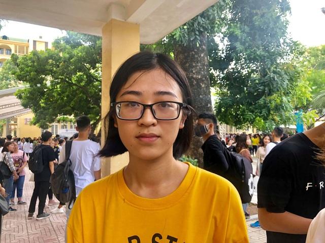 Nước mắt hạnh phúc trong lễ khai giảng của nữ sinh viên nghèo trường ĐH Thương Mại - 1