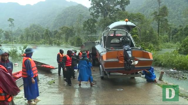Kịp thời đưa 2 sản phụ chuyển dạ trong vùng ngập lũ đến bệnh viện - 6
