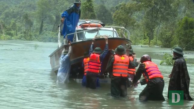 Kịp thời đưa 2 sản phụ chuyển dạ trong vùng ngập lũ đến bệnh viện - 7