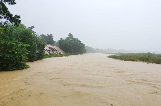 Thủy điện Hố Hô xả lũ khẩn cấp, nhiều vùng hạ du đang bị chia cắt - 4