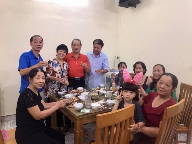 Diễn viên Việt Trinh hạnh phúc bên con trai trong kỳ nghỉ lễ - 16
