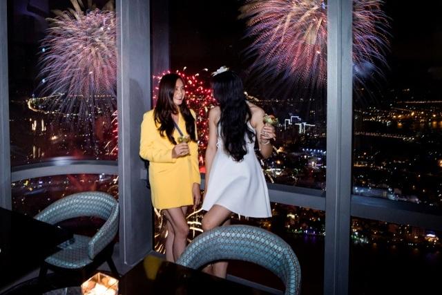 Xem pháo hoa mừng Quốc khánh từ khách sạn cao nhất Đông Nam Á - 12