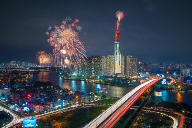 Xem pháo hoa mừng Quốc khánh từ khách sạn cao nhất Đông Nam Á - 3