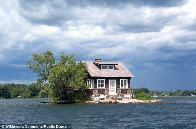 Hòn đảo nhỏ nhất thế giới chỉ đủ sức chứa vài người, trồng một cây xanh - 4