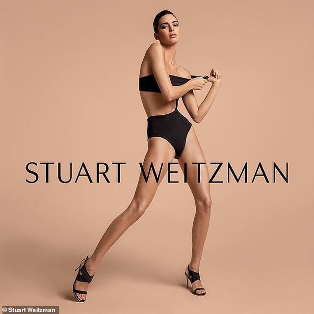 Kendall Jenner khoe chân siêu dài - 4