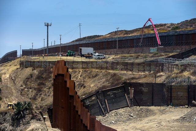 Kế hoạch xây tường biên giới của ông Trump đe dọa hơn 120 dự án quốc phòng - 1