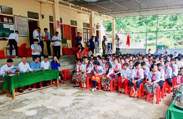 Khai giảng sớm ở ngôi trường khó khăn nơi vùng lòng hồ thủy điện Bản Vẽ - 2