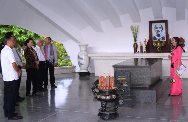 Chủ tịch Quốc hội Nguyễn Thị Kim Ngân đánh giá cao mô hình Hội quán ở Đồng Tháp - 2