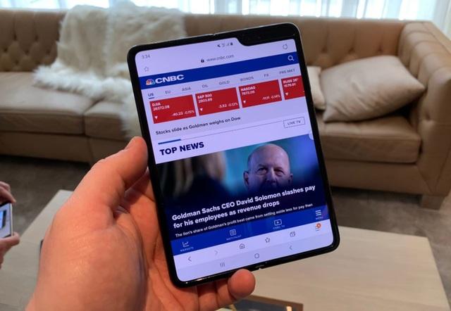 Samsung đang sản xuất điện thoại gập vuông, giá rẻ hơn Galaxy Fold - 1