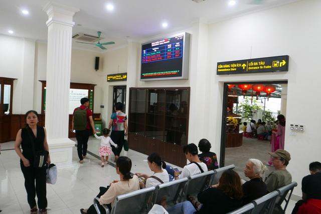 Ga Long Biên thành điểm check-in hấp dẫn sau khi có diện mạo mới - 4