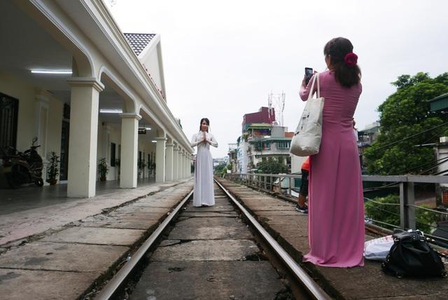 Ga Long Biên thành điểm check-in hấp dẫn sau khi có diện mạo mới - 2