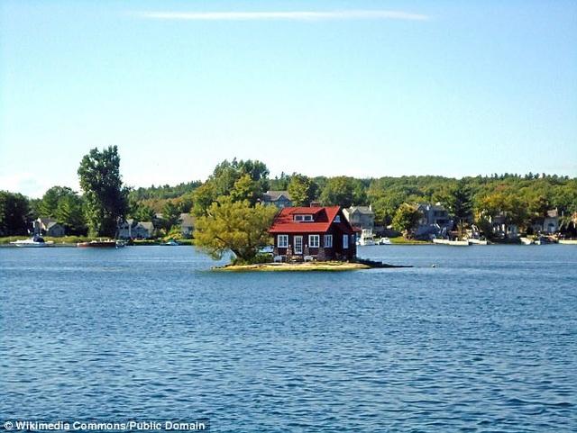 Hòn đảo nhỏ nhất thế giới chỉ đủ sức chứa vài người, trồng một cây xanh - 2
