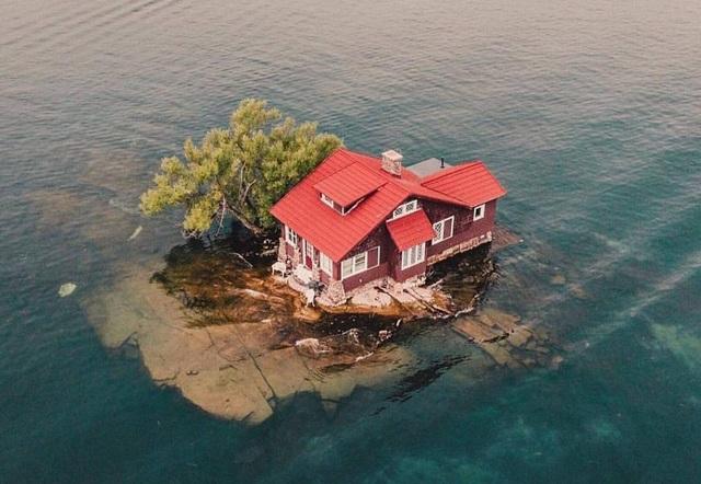 Hòn đảo nhỏ nhất thế giới chỉ đủ sức chứa vài người, trồng một cây xanh - 1