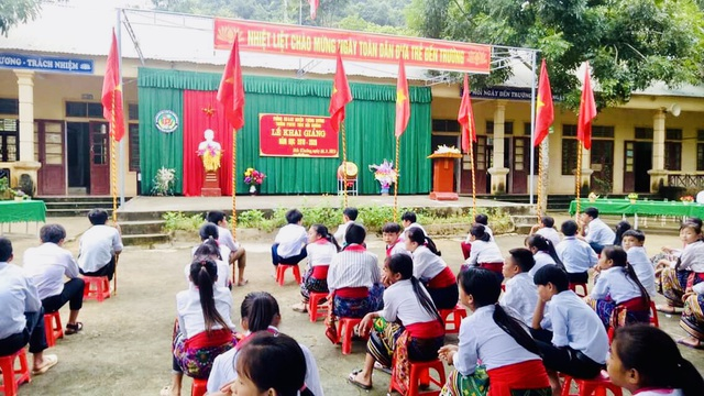 Khai giảng sớm ở ngôi trường khó khăn nơi vùng lòng hồ thủy điện Bản Vẽ - 1