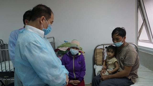 Tiêm phòng cho hơn 1.000 người dân sống gần nhà người nhiễm bệnh bạch hầu - 1