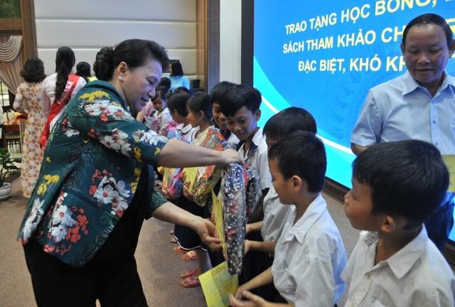 Chủ tịch Quốc hội Nguyễn Thị Kim Ngân đánh giá cao mô hình Hội quán ở Đồng Tháp - 6