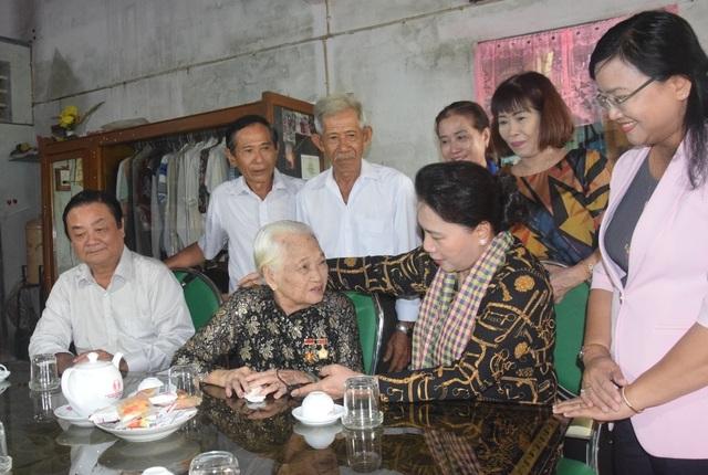 Chủ tịch Quốc hội Nguyễn Thị Kim Ngân đánh giá cao mô hình Hội quán ở Đồng Tháp - 1