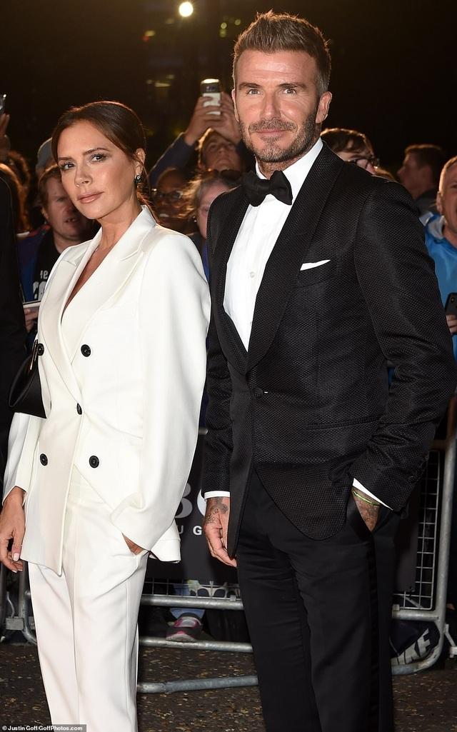 Victoria Beckham rạng rỡ cùng chồng con dự sự kiện - 2