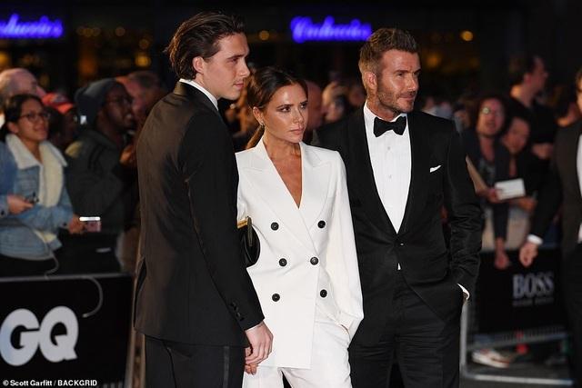 Victoria Beckham rạng rỡ cùng chồng con dự sự kiện - 3