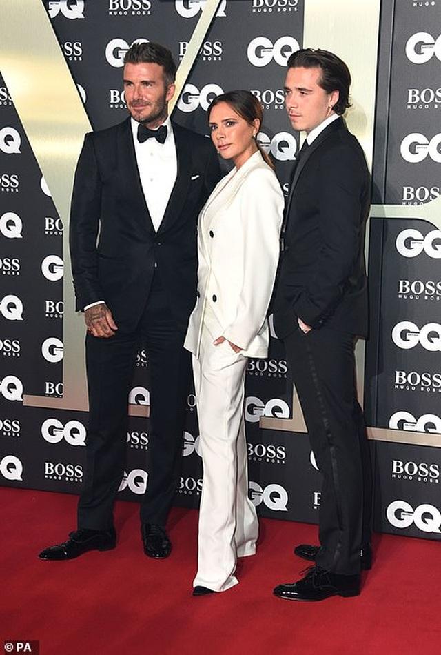 Victoria Beckham rạng rỡ cùng chồng con dự sự kiện - 6