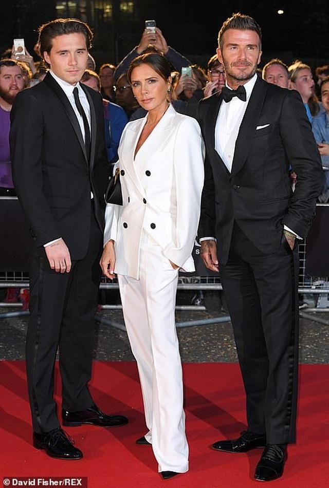 Victoria Beckham rạng rỡ cùng chồng con dự sự kiện - 7