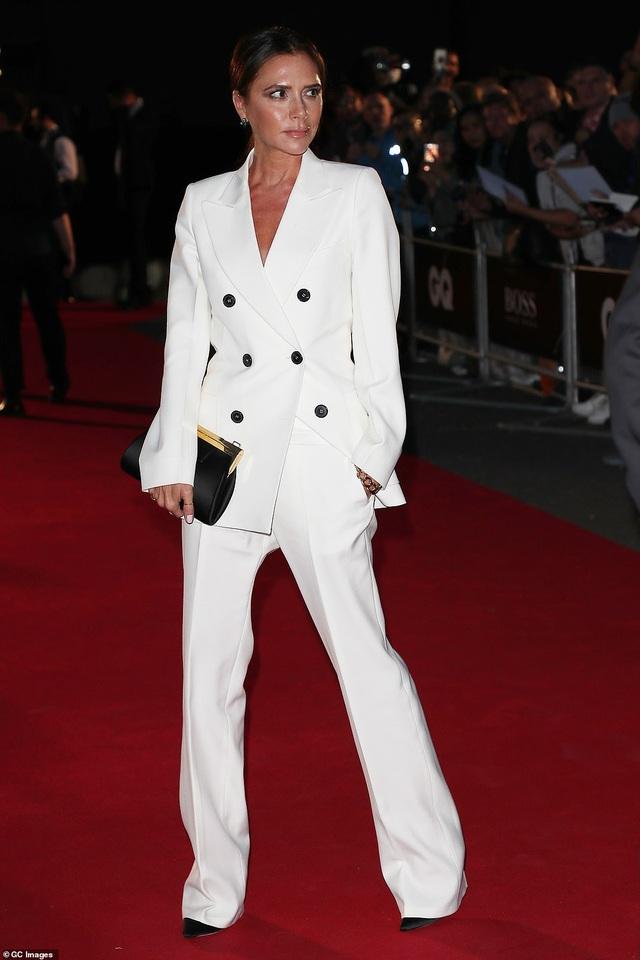 Victoria Beckham rạng rỡ cùng chồng con dự sự kiện - 8