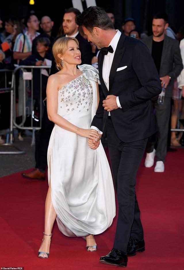 51 tuổi, Kylie Minogue vẫn đẹp lộng lẫy - 6