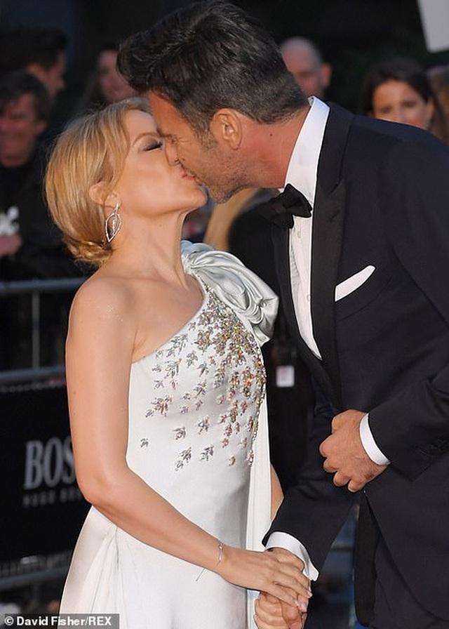 51 tuổi, Kylie Minogue vẫn đẹp lộng lẫy - 9