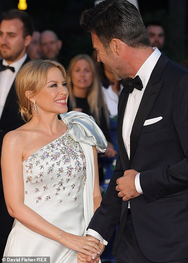 51 tuổi, Kylie Minogue vẫn đẹp lộng lẫy - 8