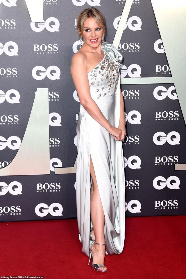 51 tuổi, Kylie Minogue vẫn đẹp lộng lẫy - 4