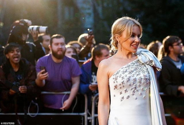 51 tuổi, Kylie Minogue vẫn đẹp lộng lẫy - 1