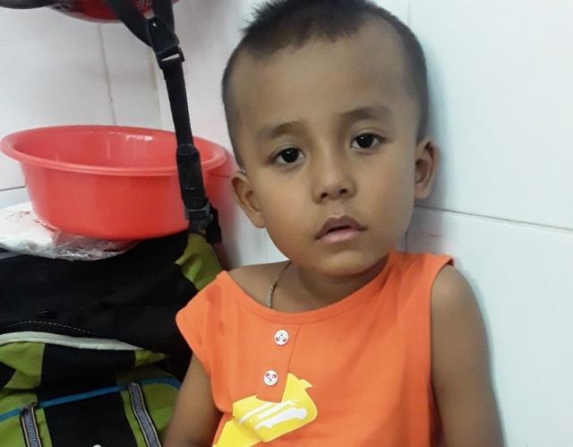 Ánh mắt cầu cứu của cậu bé Khmer 5 tuổi có khuôn mặt già hơn một đứa trẻ - 5