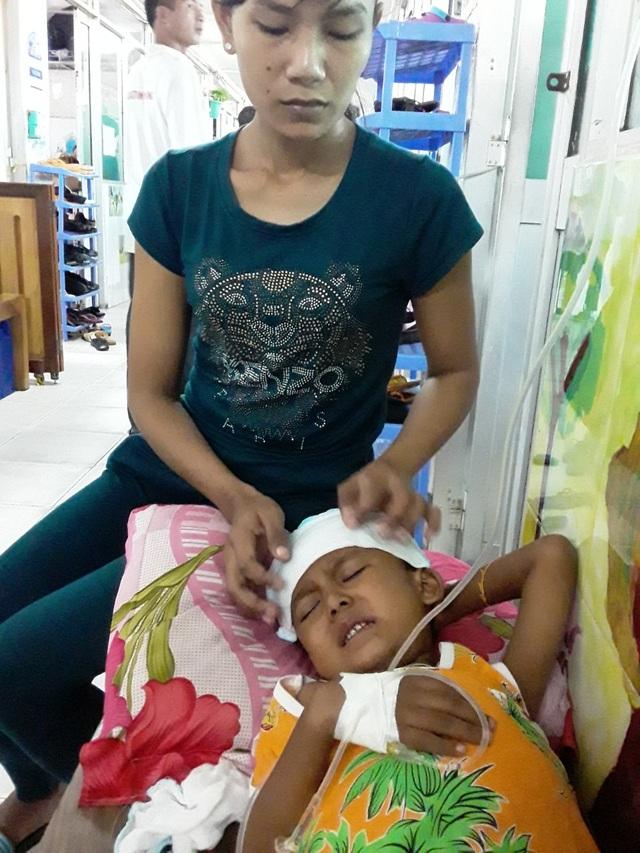 Ánh mắt cầu cứu của cậu bé Khmer 5 tuổi có khuôn mặt già hơn một đứa trẻ - 6