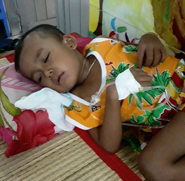 Ánh mắt cầu cứu của cậu bé Khmer 5 tuổi có khuôn mặt già hơn một đứa trẻ - 2