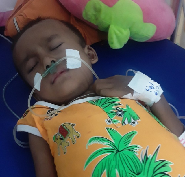 Ánh mắt cầu cứu của cậu bé Khmer 5 tuổi có khuôn mặt già hơn một đứa trẻ - 1