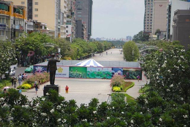Chấn chỉnh tình trạng biển hiệu tiếng nước ngoài lấn át tiếng Việt ở trung tâm TPHCM - 2