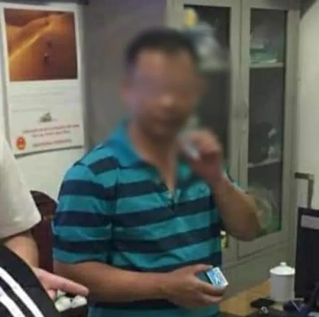 Hà Nội: Người đàn ông nghi say xỉn rồi sàm sỡ, hành hung phụ nữ tại tầng hầm chung cư - 2