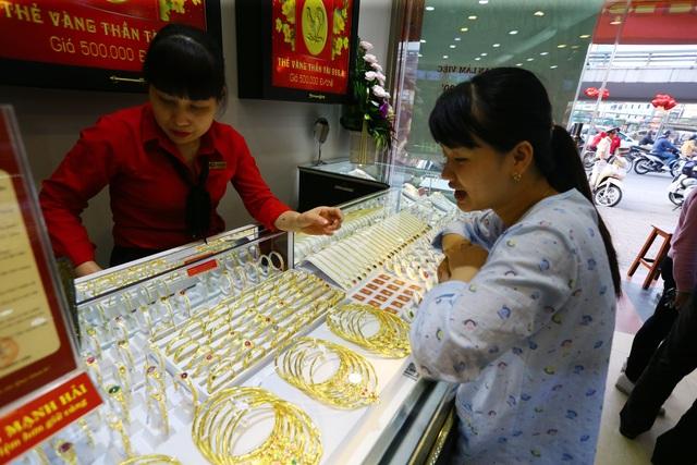 Giá vàng tăng mạnh, tái lập mốc cao - 1