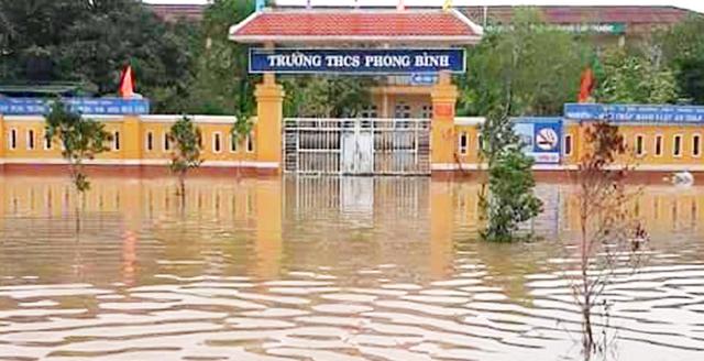 Thừa Thiên Huế: Hàng ngàn học sinh nghỉ học trước ngày khai giảng do ngập lụt - 2