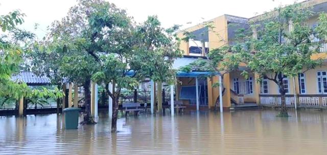 Thừa Thiên Huế: Hàng ngàn học sinh nghỉ học trước ngày khai giảng do ngập lụt - 1