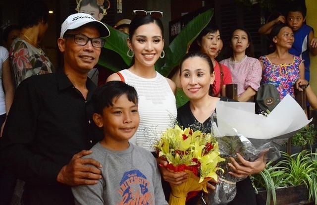 Ông nội Hoa hậu Tiểu Vy qua đời, nhiều sao Việt gửi lời chia buồn - 1