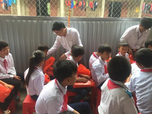 Khai giảng sớm ở ngôi trường khó khăn nơi vùng lòng hồ thủy điện Bản Vẽ - 5