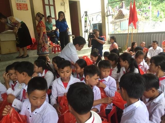 Khai giảng sớm ở ngôi trường khó khăn nơi vùng lòng hồ thủy điện Bản Vẽ - 4